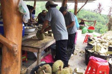 Lange køer for å spise durian