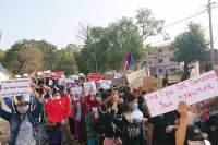 Det er mange demonstrasjoner mot juntaen i Myanmar i disse dager.
