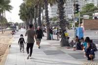 Det er igjen mer folksomt på Jomtien Beach, mens regjeringen advarer mot folkemengder.